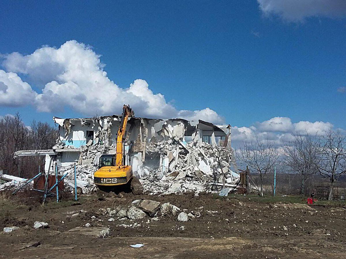 we-build-demolari-dezafectari-20